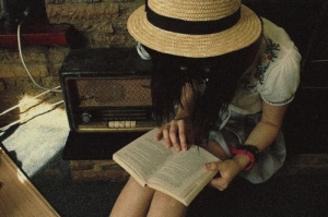 book-girl-hat-Favim.com-193058